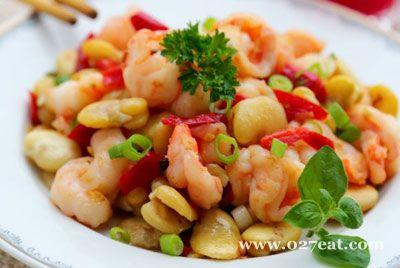 蚕豆米炒大虾的做法步骤
