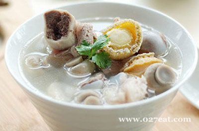 鲍鱼口蘑筒骨汤的做法