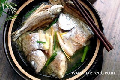 鱼汁杂鱼煲的做法