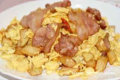 烟肉薯仔炒鸡蛋的做法