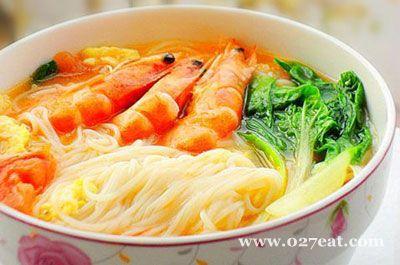 西红柿鸡蛋鲜虾面条的做法图片,如何做,西红柿鸡蛋鲜虾面条怎么做好吃详细步骤