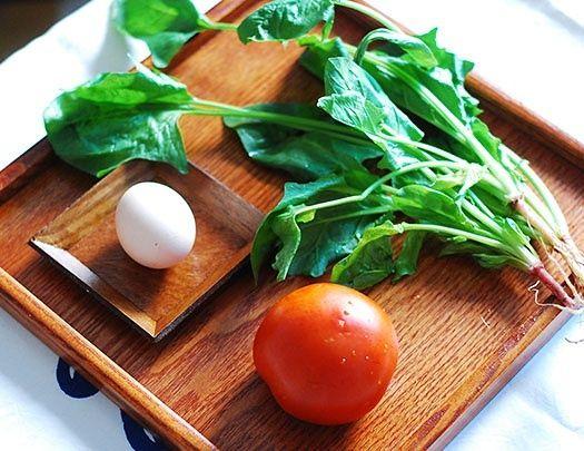 番茄菠菜蛋花汤的做法第1步图片步骤 www.027eat.com