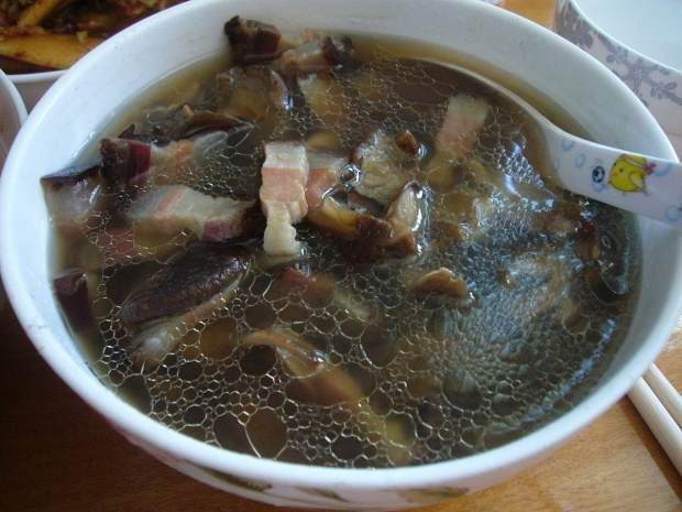 野生香菇蒸腊肉的做法