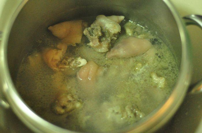 王不留行炖猪脚的做法第2步图片步骤 www.027eat.com