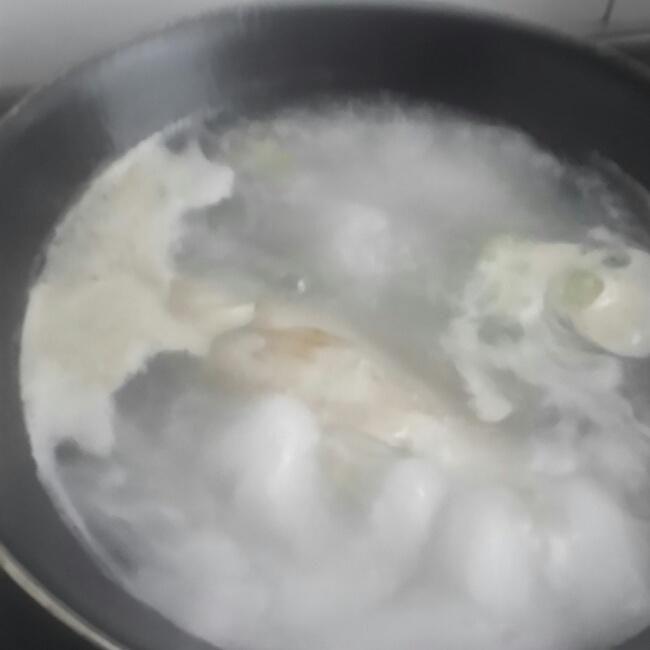 鲫鱼汤的做法图解,如何做,鲫鱼汤(超简单版)怎么做好吃详细步骤