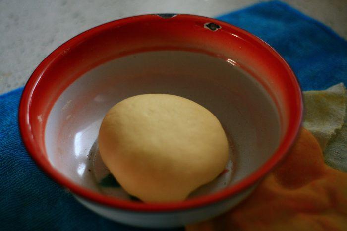 胡萝卜猪肉玉米包的做法第3步图片步骤 www.027eat.com