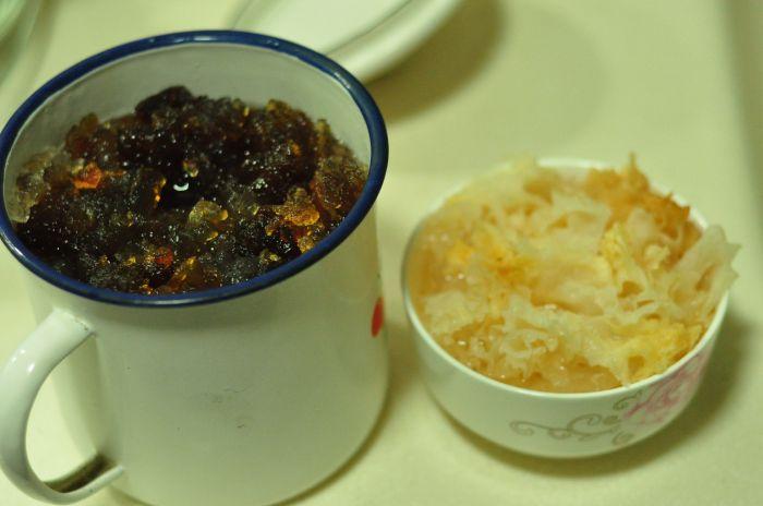 桃胶银耳冰糖炖的做法第2步图片步骤 www.027eat.com