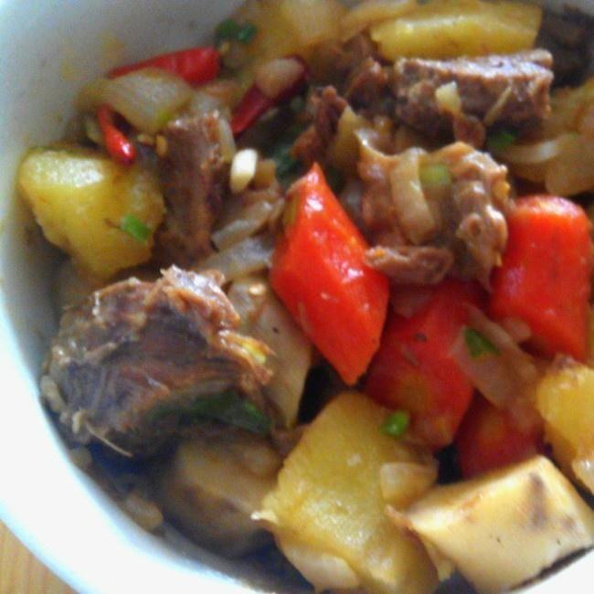 牛腩肉煮土豆的做法