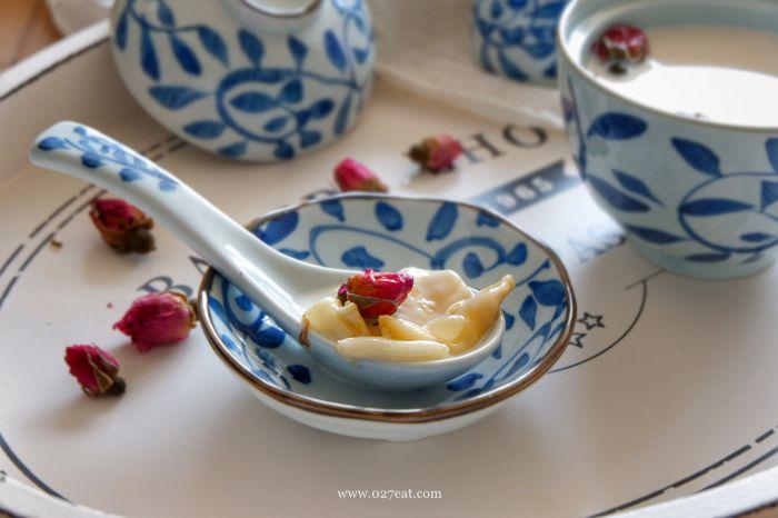 玫瑰牛奶炖花胶的做法第8步图片步骤 www.027eat.com