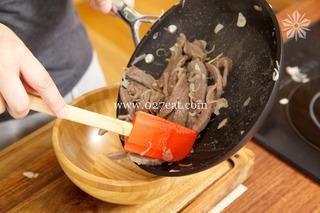 香辣孜然牛肉条的做法第5步图片步骤 www.027eat.com