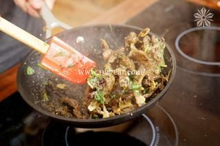 香辣孜然牛肉条的做法第10步图片步骤 www.027eat.com