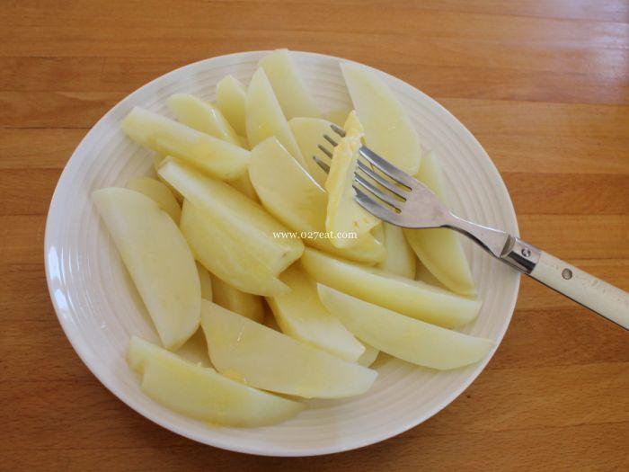 包菜土豆火腿的做法第6步图片步骤 www.027eat.com
