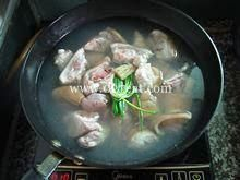 四物猪蹄的做法第2步图片步骤 www.027eat.com