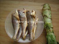 莴笋烧小黄鱼的做法第1步图片步骤 www.027eat.com