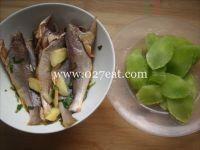 莴笋烧小黄鱼的做法第2步图片步骤 www.027eat.com