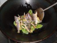 莴笋烧小黄鱼的做法第5步图片步骤 www.027eat.com