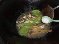 莴笋烧小黄鱼的做法第8步图片步骤 www.027eat.com