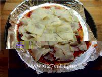 意大利香肠比萨的做法第4步图片步骤 www.027eat.com