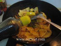 五花肉炒土豆片的做法第6步图片步骤 www.027eat.com