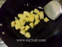 清烧土豆块的做法第3步图片步骤 www.027eat.com