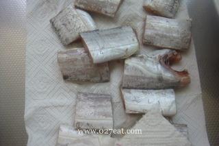 腐竹醋焖带鱼的做法第3步图片步骤 www.027eat.com