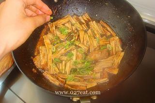 腐竹醋焖带鱼的做法第13步图片步骤 www.027eat.com