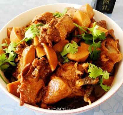 杏鲍菇棒骨炖鸡块的做法