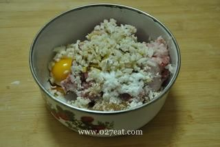 马蹄猪肉水饺的做法第3步图片步骤 www.027eat.com