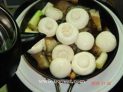 葱烧海参烩口蘑的做法第4步图片步骤 www.027eat.com