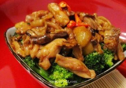 冬菇鸡腿肉烩西兰花的做法