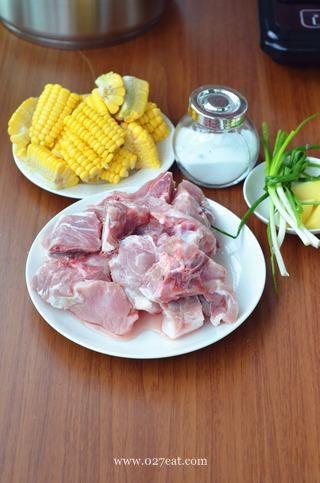 玉米排骨汤的做法第1步图片步骤 www.027eat.com
