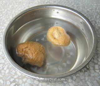 清淡猴头菇纯素汤的做法第4步图片步骤 www.027eat.com