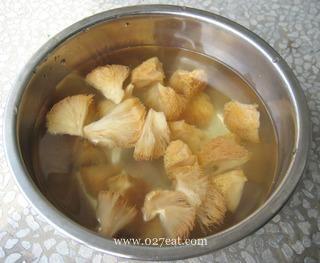 清淡猴头菇纯素汤的做法第6步图片步骤 www.027eat.com