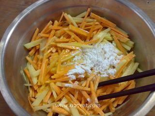 红薯土豆煎饼的做法第3步图片步骤 www.027eat.com