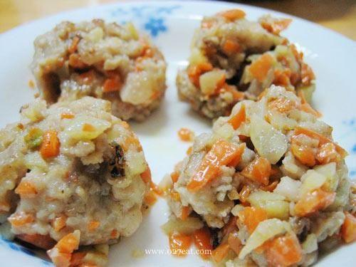 土豆红萝卜肉丸的做法