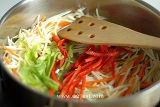 五彩鳝丝的做法第4步图片步骤 www.027eat.com