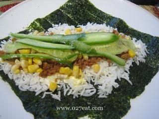日式肉松玉米手卷饭的做法第3步图片步骤 www.027eat.com