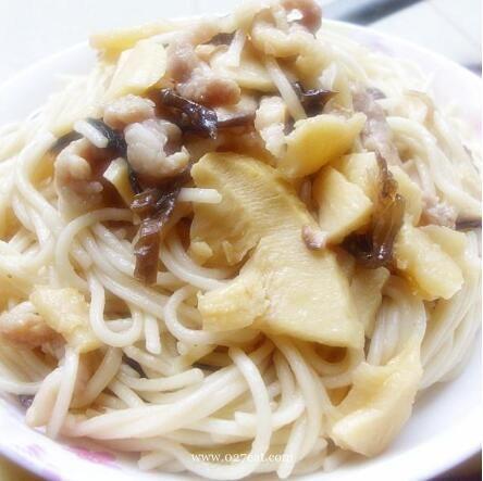 香菇冬笋肉丝炒面的做法
