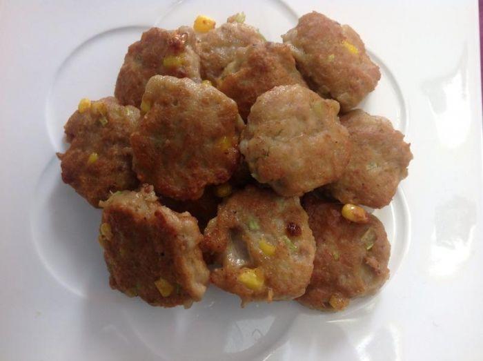 芹菜玉米小肉饼的做法