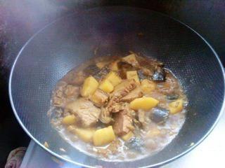 茄子土豆烧牛肉的做法第10步图片步骤 www.027eat.com