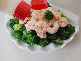 虾仁西兰花沙拉的做法第9步图片步骤 www.027eat.com