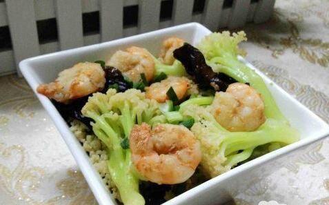 花菜炒虾仁的做法