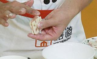 藕夹炒西芹的做法第3步图片步骤 www.027eat.com