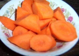 胡萝卜苹果汁的做法第1步图片步骤 www.027eat.com